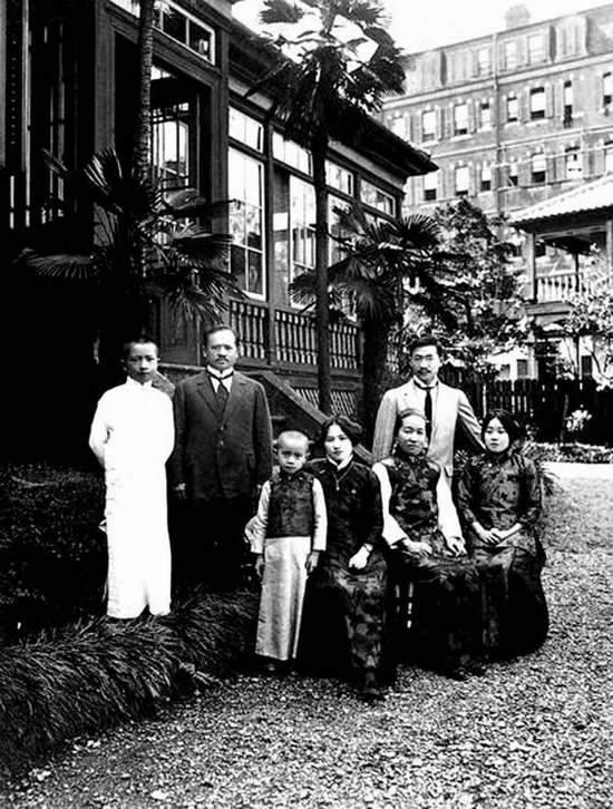 Chụp ngày 25 tháng 08 năm 1914, gia tộc lừng danh nhất Trung Quốc đầu thế kỷ XX trong thời gian sống lưu vong tại Nhật Bản.