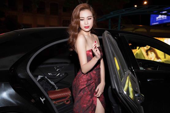 Hoàng Thùy Linh 21
