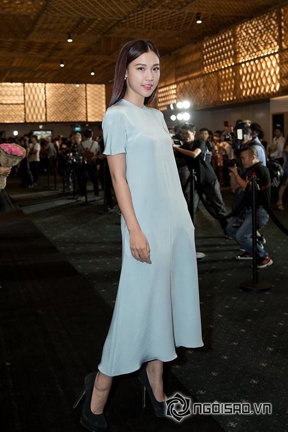 Phạm Hương đối lập phong cách thời trang với Đặng Thu Thảo 10